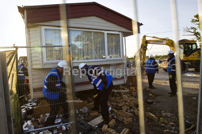 Bailiffs demolish hardcore. Travellers from Dale Farm are evicted by bailiffs and police hired by Basildon Council. Essex. - Jess Hurd - 2011-10-20