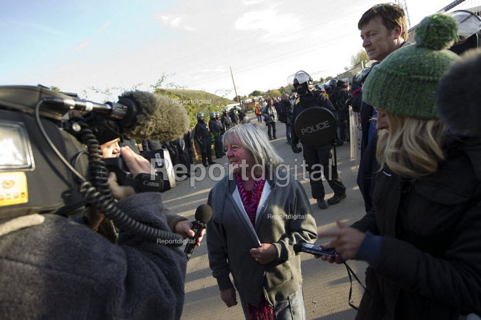 Kathleen McCarthy (Peal) giving an interview to the media. Travellers from Dale Farm are evicted by bailiffs and police hired by Basildon Council. Essex - Jess Hurd - 2011-10-20