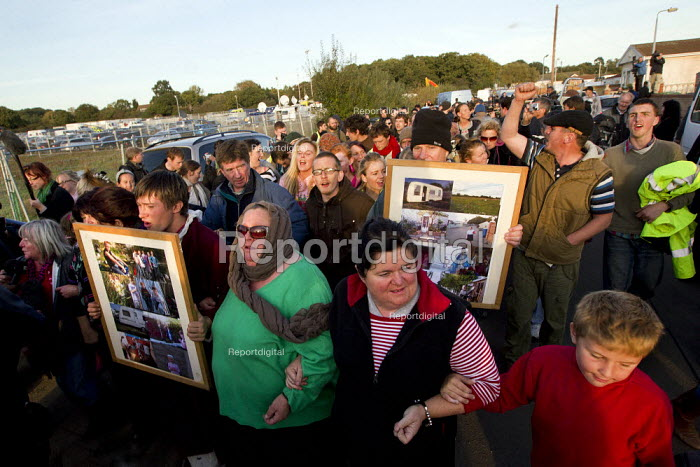 Travellers and activists from Dale Farm march out together defiantly. Basildon council eviction. Essex. - Jess Hurd - 2011-10-20