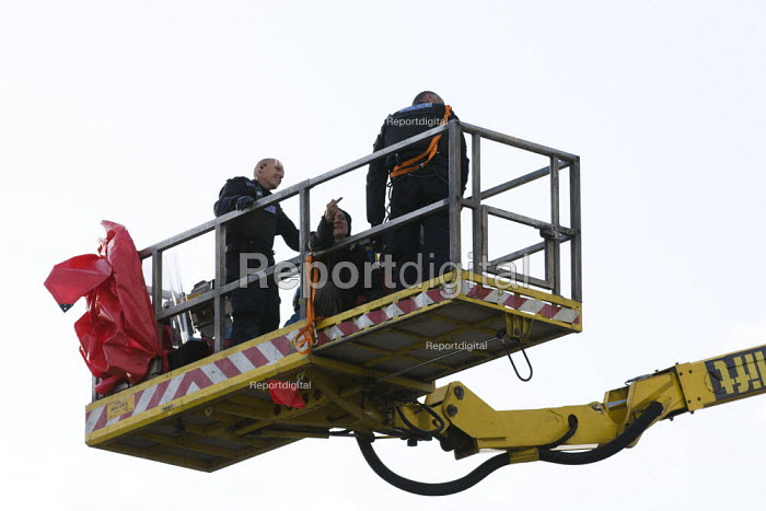 Activists are removed after locking on to scaffolding and caravans as travellers from Dale Farm are evicted by bailiffs and police. Basildon, Essex. - Jess Hurd - 2011-10-19