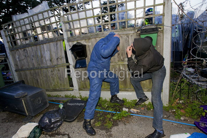 Travellers from Dale Farm are evicted, Basildon, Essex. - Jess Hurd - 2011-10-19