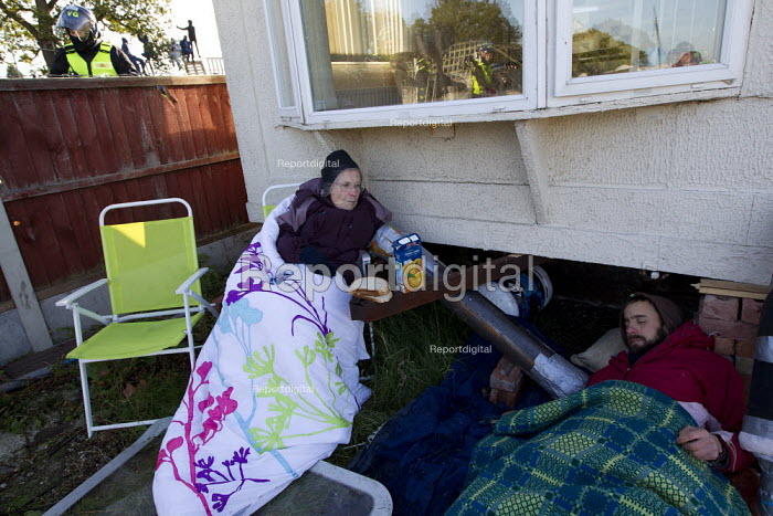 Activists locked on to caravans. Travellers from Dale Farm are evicted. Basildon, Essex. - Jess Hurd - 2011-10-19