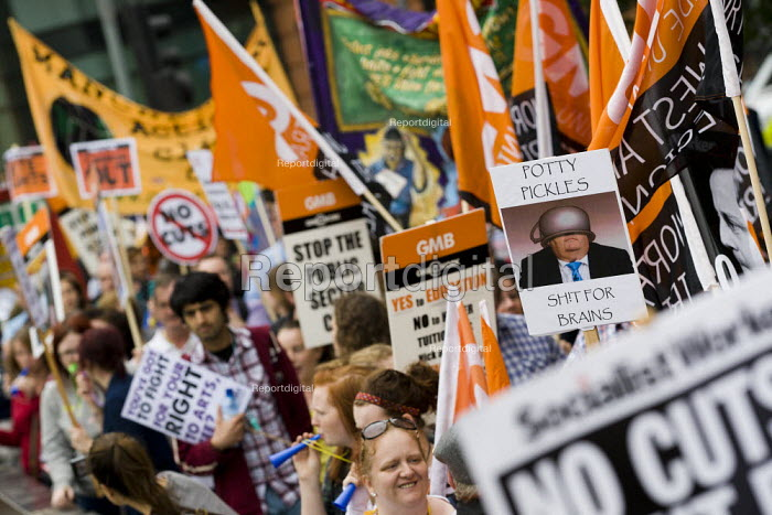 The March and Rally for an Alternative. Conservative Party Conference, Manchester, 2011. - Jess Hurd - 2011-10-02