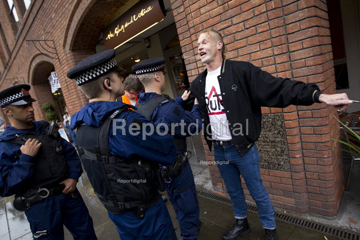 Police stop and search. The March and Rally for an Alternative. Conservative Party Conference, Manchester, 2011. - Jess Hurd - 2011-10-02