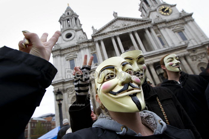 General Assembly at St Paul's Cathedral before Occupy LSX march to Parliament. London. - Jess Hurd - 2011-11-05