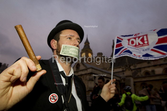 Dressed up as a businessman with a cigar. Occupy LSX march to Parliament. London. - Jess Hurd - 2011-11-05