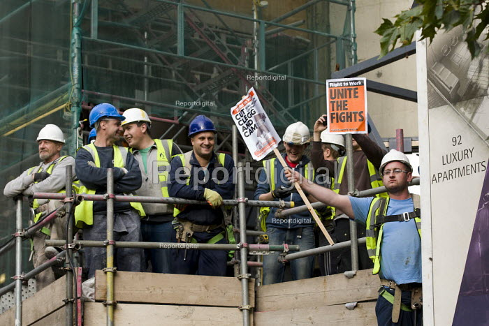 Luxury Apartment site construction workers support the student protest against the rise in university tuition fees. - Jess Hurd - 2011-11-09