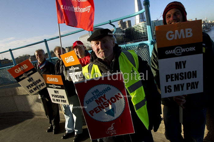 GMB and Unite London Bridge. Strike by public sector workers over pensions. London. - Jess Hurd - 2011-11-30