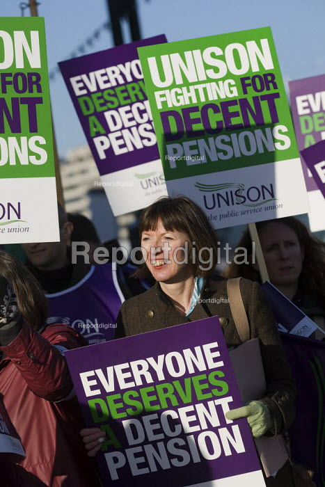 Frances O'Grady, TUC Dept Gen Sec, joins Unison local government picket at City Hall. Strike by public sector workers over pensions. London. - Jess Hurd - 2011-11-30