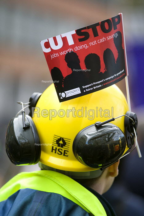 HSE Prospect member. Strike by public sector workers over pensions. London. - Jess Hurd - 2011-11-30