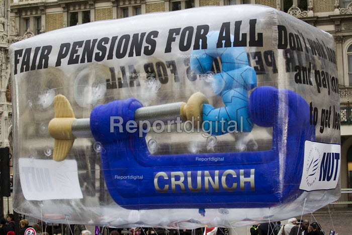 NUT inflatable. Strike by public sector workers over pensions. London. - Jess Hurd - 2011-11-30