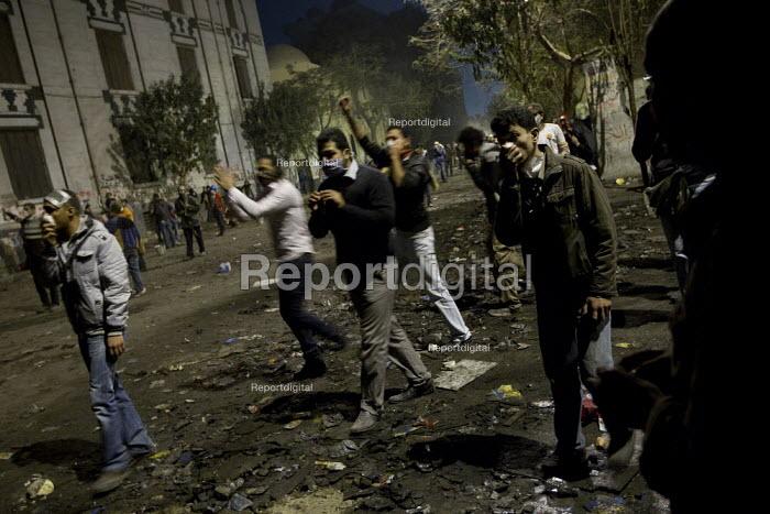 Uprising against the military junta. Mohammed Mahmood St, Nr Al-Tahrir (Liberation Square), Cairo, Egypt - Jess Hurd - 2011-11-22