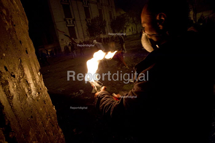Man with molotov. Uprising against the military junta. Mohammed Mahmood St, Nr Al-Tahrir (Liberation Square), Cairo, Egypt - Jess Hurd - 2011-11-22