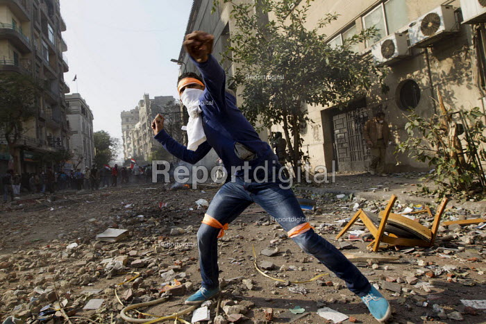 Uprising against the military junta. Al-Tahrir (Liberation Square), Cairo, Egypt - Jess Hurd - 2011-11-23