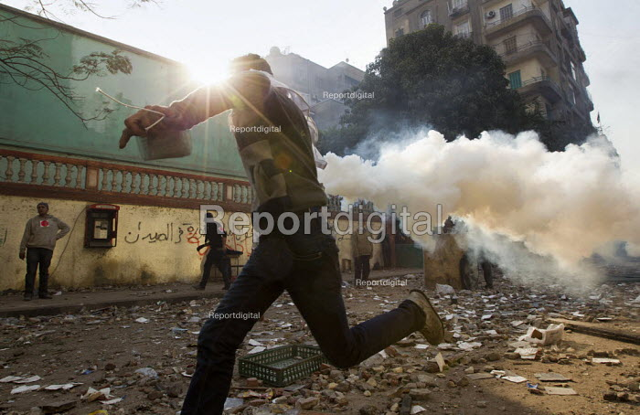 Uprising against the military junta. Al-Tahrir (Liberation Square), Cairo, Egypt - Jess Hurd - 2011-11-23