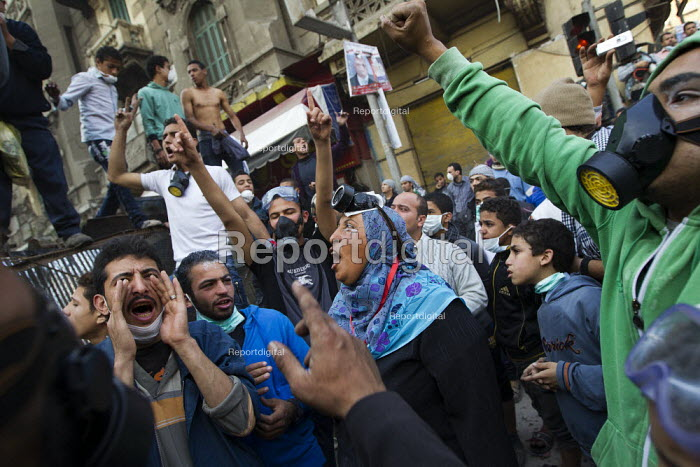 Protesters celebrate a ceasefire with the police and military on Mohamed Mahmoud. Uprising against the military junta. Al-Tahrir (Liberation Square), Cairo, Egypt - Jess Hurd - 2011-11-23