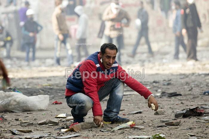 Tear gassed protester. Fighting on Mohamed Mahmoud. Uprising against the military junta. Al-Tahrir (Liberation Square), Cairo, Egypt - Jess Hurd - 2011-11-23