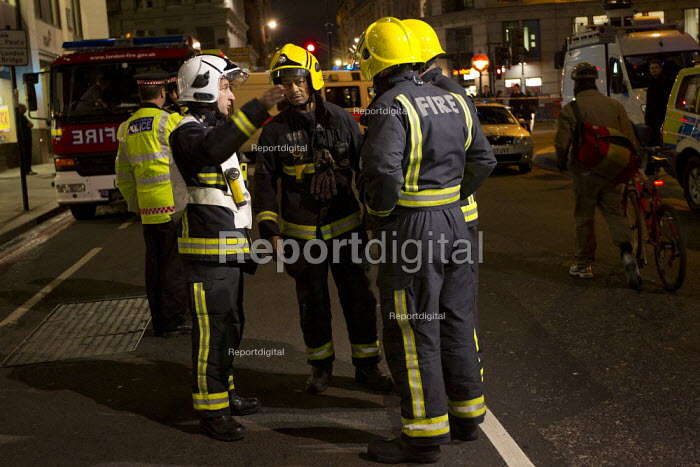 Firefighters are sent to check the Iraqi Rafidain Bank in the main financial district. City of London. - Jess Hurd - 2012-01-27