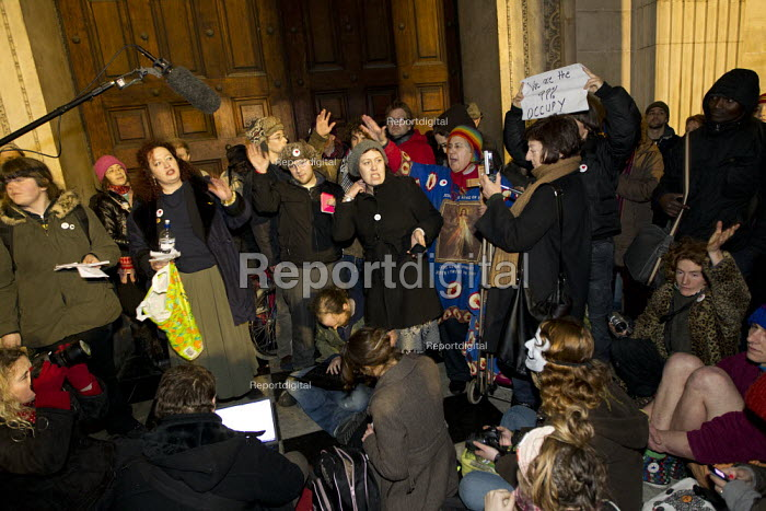 Occupy protesters camping outside St Paul's Cathedral waiting for the eviction the protest camp. London. - Jess Hurd - 2012-02-22