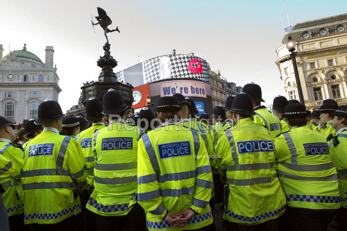 Mobile police watchtower. Operation Trafalgar launched in West End London. Increased, visible policing is designed to tackle crime, disorder and anti-social behaviour. Piccadilly Circus. - Jess Hurd - 2012-03-29