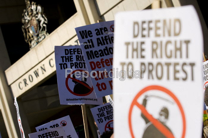 Justice for Alfie Meadows campaign outside the Kingston Crown Court. Alfie suffered a brain injury in the student riots and is facing violent disorder charges. London. - Jess Hurd - 2012-03-26