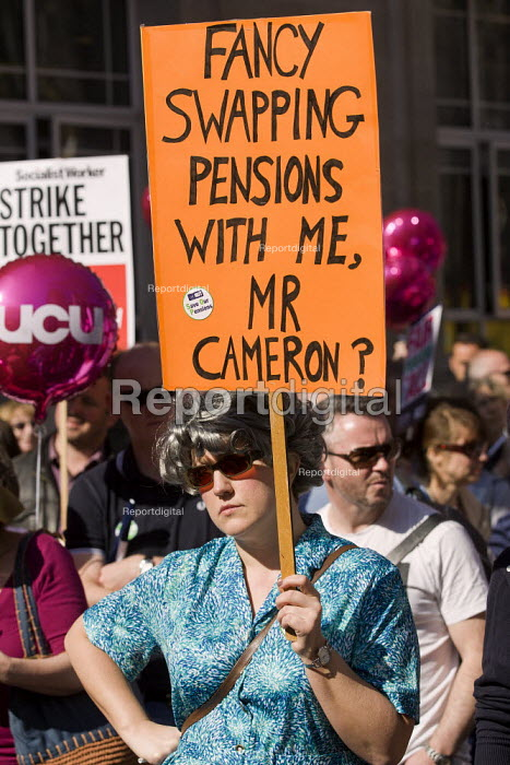 Teachers and lecturers march for fair pensions through Central London - Jess Hurd - 2012-03-28