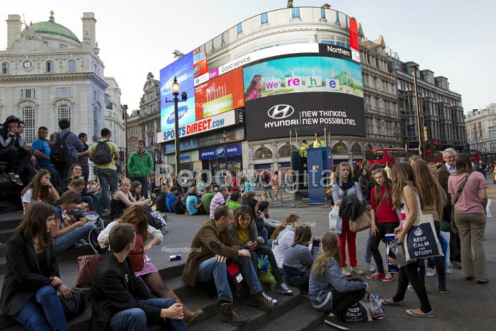 Tourists and a mobile police watch tower. Operation Trafalgar launches West End London. Increased, visible policing is designed to tackle crime, disorder and anti-social behaviour. Piccadilly Circus. - Jess Hurd - 2012-03-29