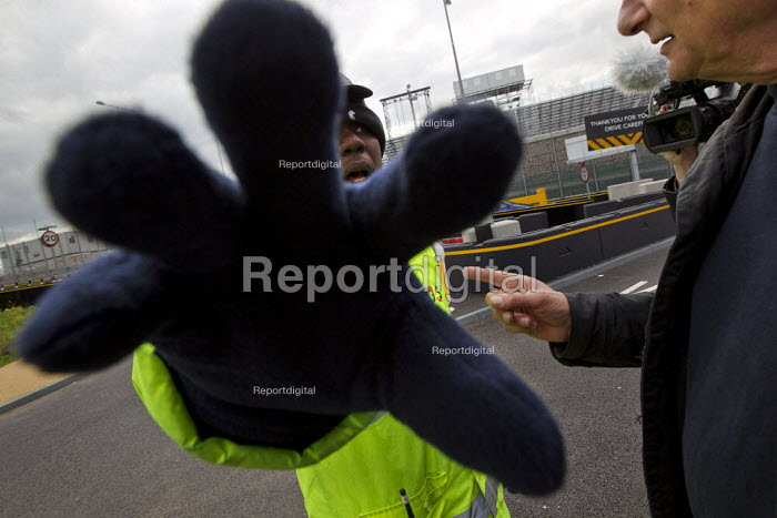 Olympic security guards try to prevent photographers and video journalists from filming the Olympic site from the public highway. Putting his hand over the lens. Stratford, East London. - Jess Hurd - 2012-04-21