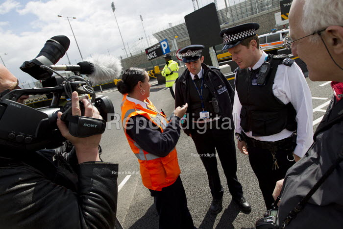 G4S Olympic security guards call the police to try to prevent photographers and video journalists from filming the Olympic site from the public highway. Stratford, East London. - Jess Hurd - 2012-04-21