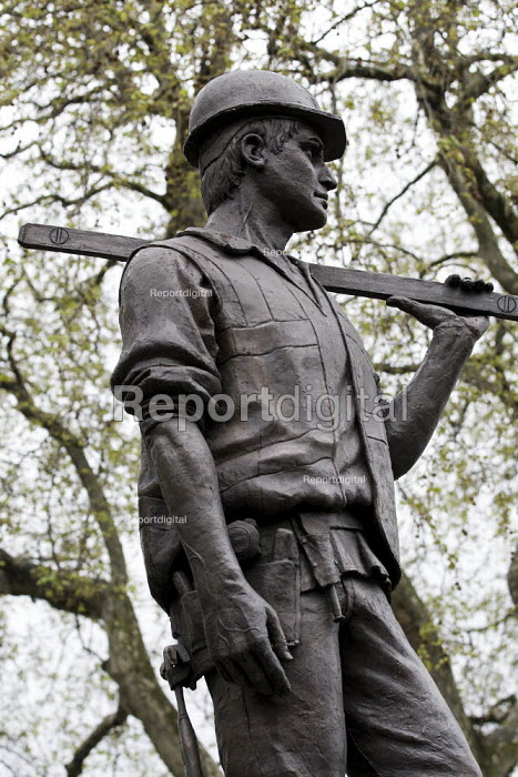 Statue of the Unknown Building Worker. Workers International Memorial Day. London. - Jess Hurd - 2012-04-28