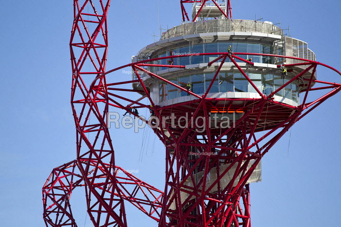 Workers wearing saftey harnesses finishing The ArcelorMittal Orbit Tower, viewing platform. 2012 Olympics. Stratford, London. - Jess Hurd - 2012-04-30