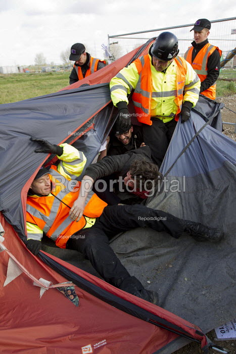 Bailiffs evict the Leyton Marsh anti olympic protest camp. Activists are arrested after blocking the site entrance, Hackney, East London. - Jess Hurd - 2012-04-10