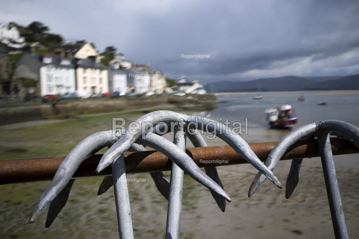 Fishing village of Aberdovey (Aberdyfi), on the River Dovey Estuary, Gwynedd, Wales. - Jess Hurd - 2012-05-15