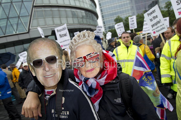 The Queen and Prince Philip, Queens' Thames Diamond Jubilee Pageant. City Hall, London. - Jess Hurd - 2012-06-03
