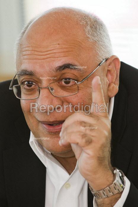 Mr Jaspal Singh Chief Executive ComfortDelGro UK. London. - Jess Hurd - 2012-01-19