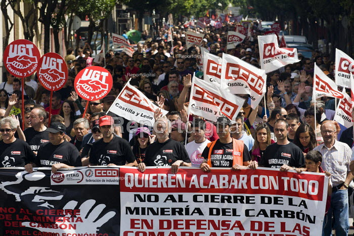 Miners march in Leon during the General Strike. The miners have been on strike since the government announced cuts to mining subsidies due to austerity cuts which will mean an end to mining. Asturias. Northern Spain. - Jess Hurd - 2012-06-19