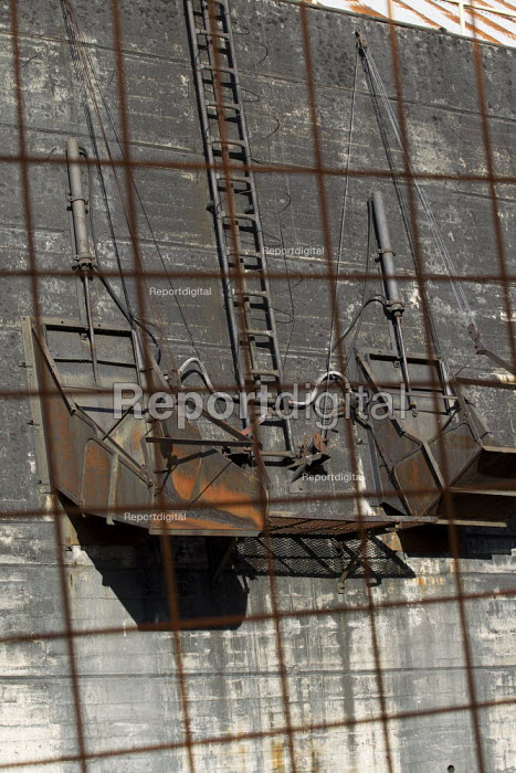 Closed and abandoned coal mine in Castilla. Northern Spain. - Jess Hurd - 2012-06-18