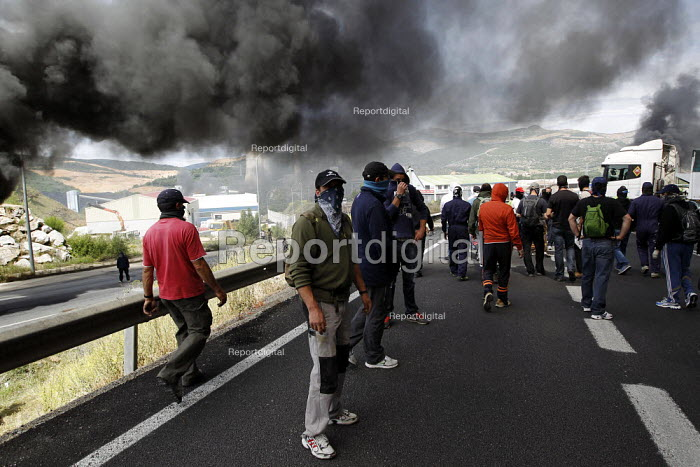 Miners make a road blockade out of burning tires in La Robla. The miners have been on strike since the government announced cuts to mining subsidies due to austerity cuts which will mean an end to mining. Leon. Northern Spain. - Jess Hurd - 2012-06-20