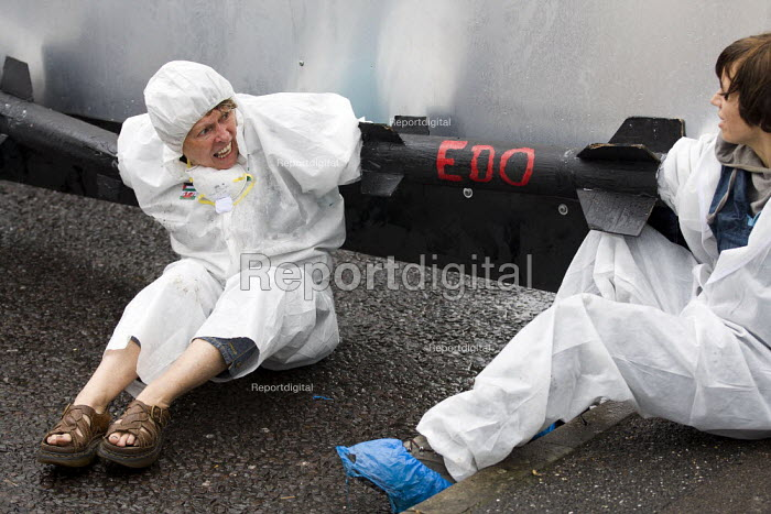 Smash EDO protesters hold a Mass Citizens Weapons Inspection of arms manufacturer EDO, Brighton. - Jess Hurd - 2012-07-15