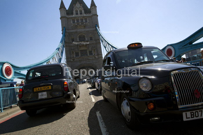 Black cap taxi driver protest blocks Tower Bridge against the banning of taxis from Olympic Lanes, Tower Hamlets, London. - Jess Hurd - 2012-07-23
