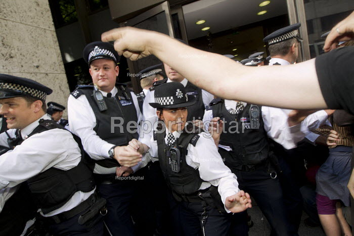 Disabled protesters clash with police as DPAC and UK Uncut occupy the Department of Work and Pensions DWP against the cuts to disabled benefits through the Paralympic sponsor Atos, London. - Jess Hurd - 2012-08-31