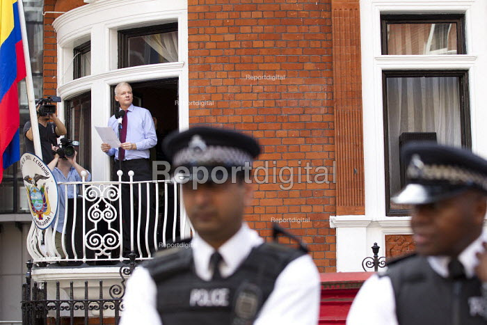 Demonstration outside the Republic of Ecuador Embassy in support of Julian AssangeWikileaks founder, who is claiming political asylum. London.in London, Great Britain - Jess Hurd - 2012-08-19