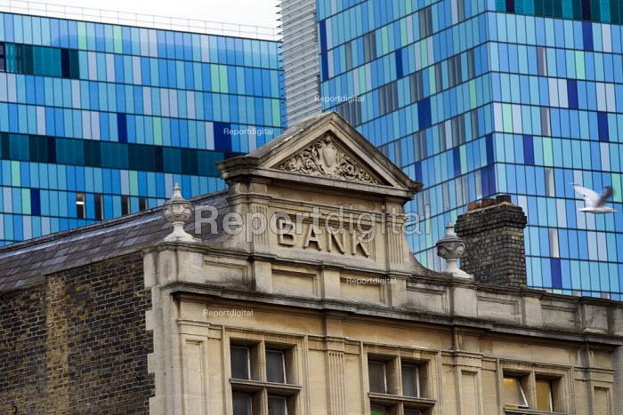 Royal London Hospital, new PFI building behind an old bank. Whitechapel, London. - Jess Hurd - 2012-09-27