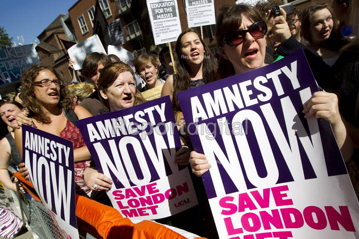 London Met protest outside the Home Office calling for an amnesty for international students under threat of deportation. London. - Jess Hurd - 2012-09-05
