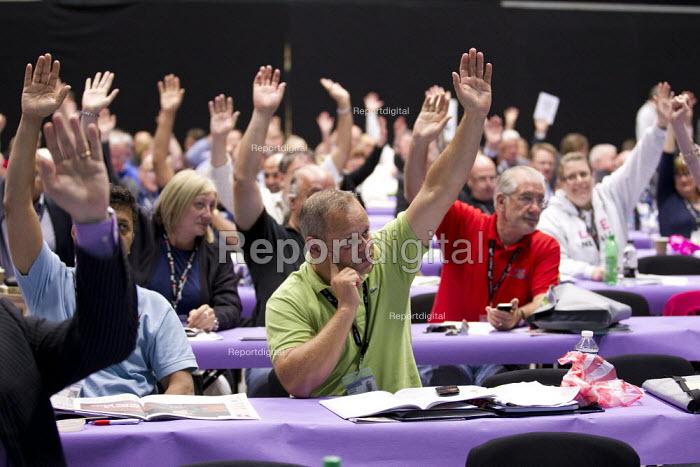 Delegates voting. TUC 2012 Brighton. - Jess Hurd - 2012-09-11