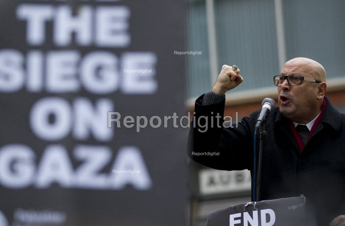 Manuel Hassassian, Palestinian Ambassador to the UK. Protests outside the Israeli Embassy after air strikes on Gaza. London. - Jess Hurd - 2012-11-17