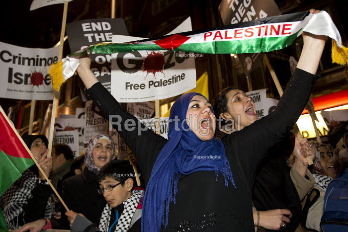 Protests outside the Israeli Embassy after air strikes on Gaza. London. - Jess Hurd - 2012-11-15