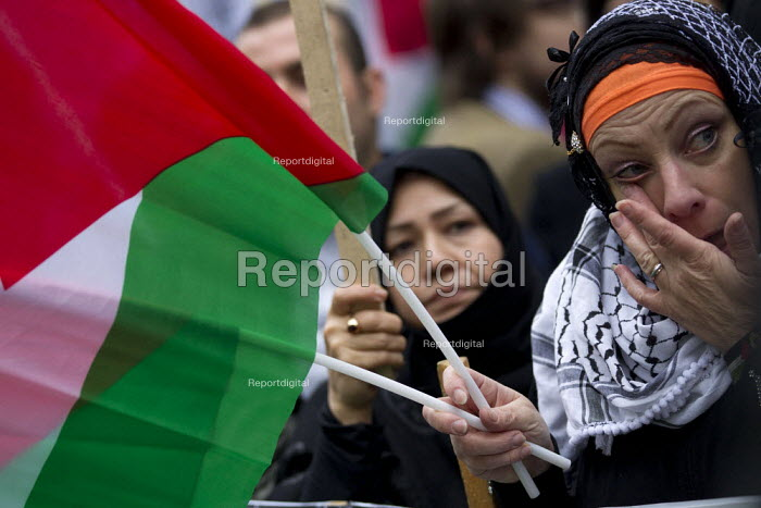 Protests outside the Israeli Embassy after air strikes on Gaza. London. - Jess Hurd - 2012-11-17