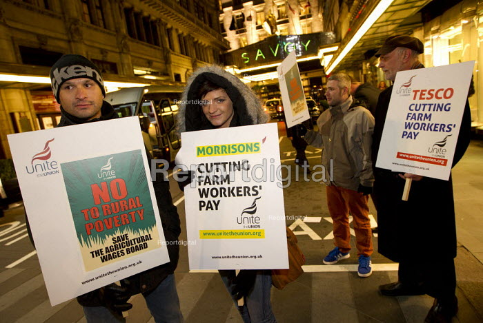 Unite the Union campaign to save the Agricultural Wages Board targets the Fresh Produce Consortium annual dinner at the Savoy Hotel. The AWB protects the incomes of agricultural workers in England and Wales. London. - Jess Hurd - 2013-02-02