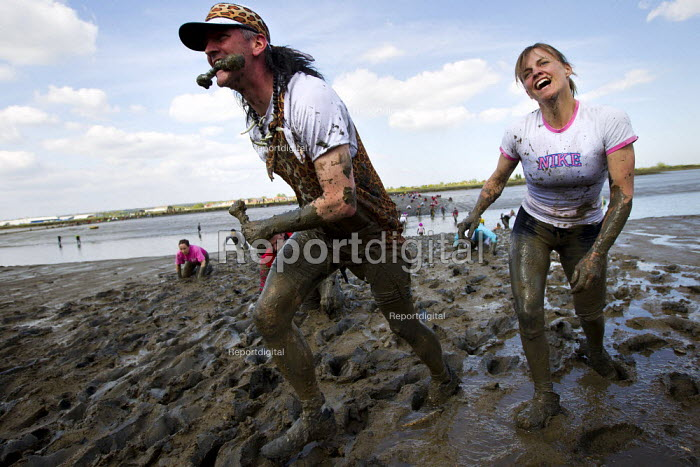 Maldon Mud Race, Essex. Competitors compete to be the first to complete a 400 metre dash over the bed of the River Blackwater. The race is organised by the Lions & Rotary clubs of Maldon and raises money for charity - Jess Hurd - 2013-05-05
